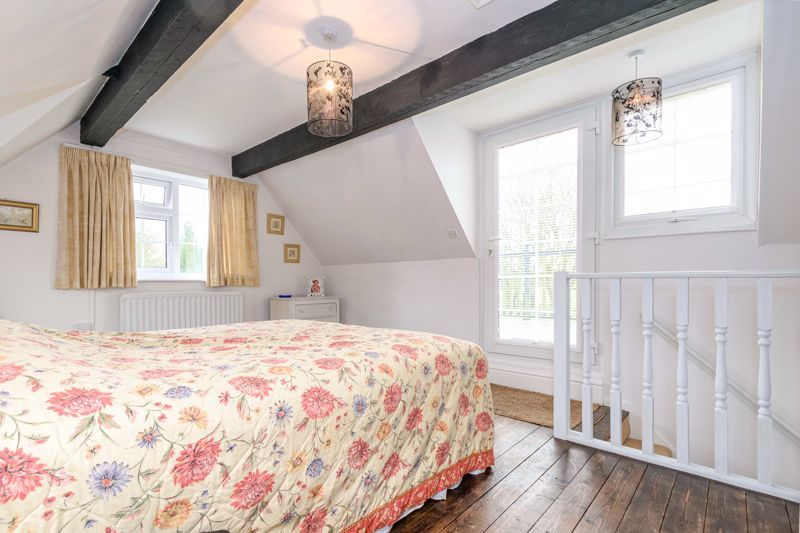 3 bed cottage for sale in Hewell Lane 8