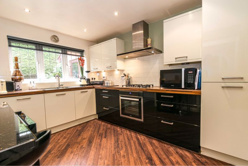 4 bed  for sale in Foxlydiate Lane 3