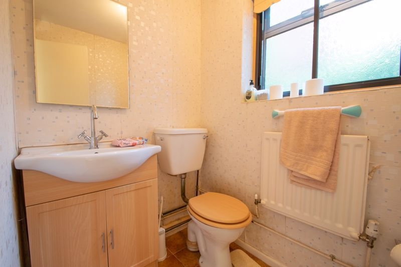 2 bed bungalow for sale in Redlake Drive 19