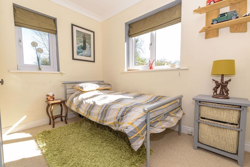 4 bed  for sale in Brooklands Lane 8