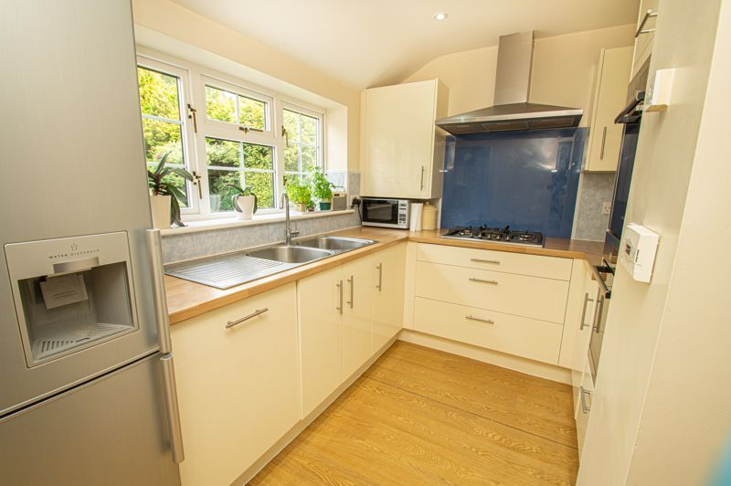 4 bed house for sale in Long Lane 5