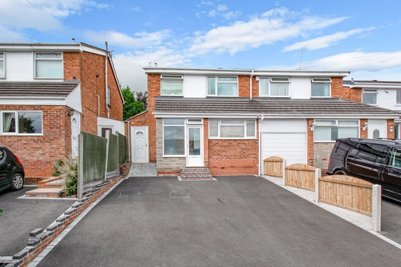 3 bed house for sale in Swift Close - Property Image 1