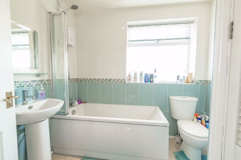 3 bed house for sale in Swift Close 11