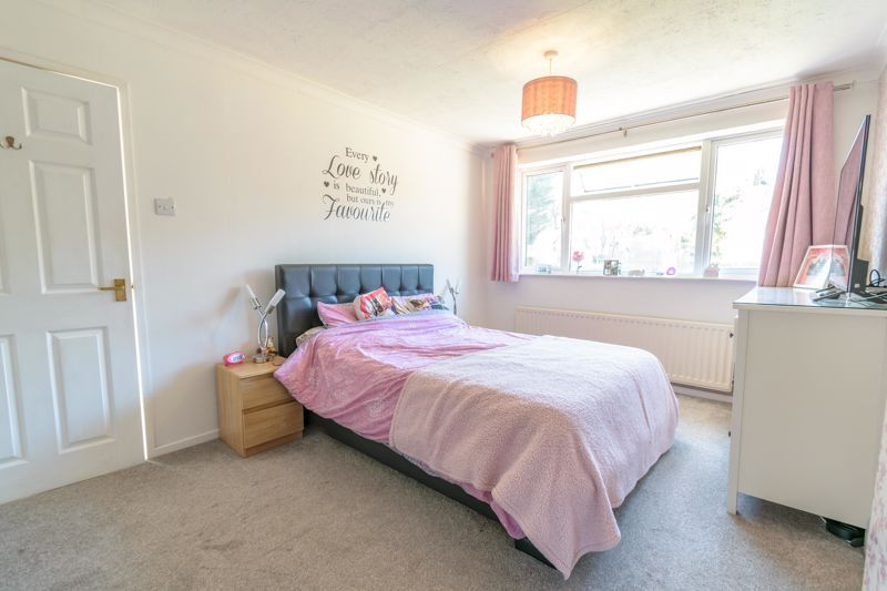 3 bed house for sale in Swift Close 8