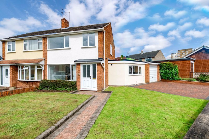 3 bed house for sale in Green Street 1