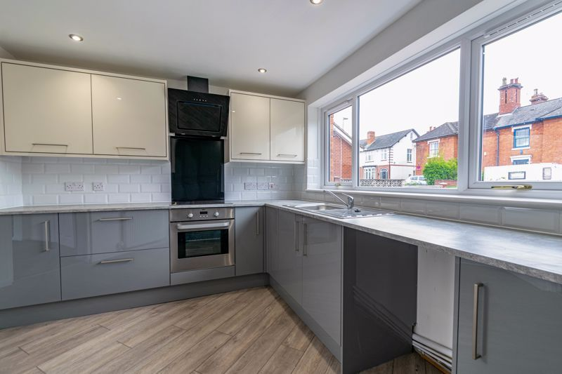 3 bed house for sale in Green Street 6