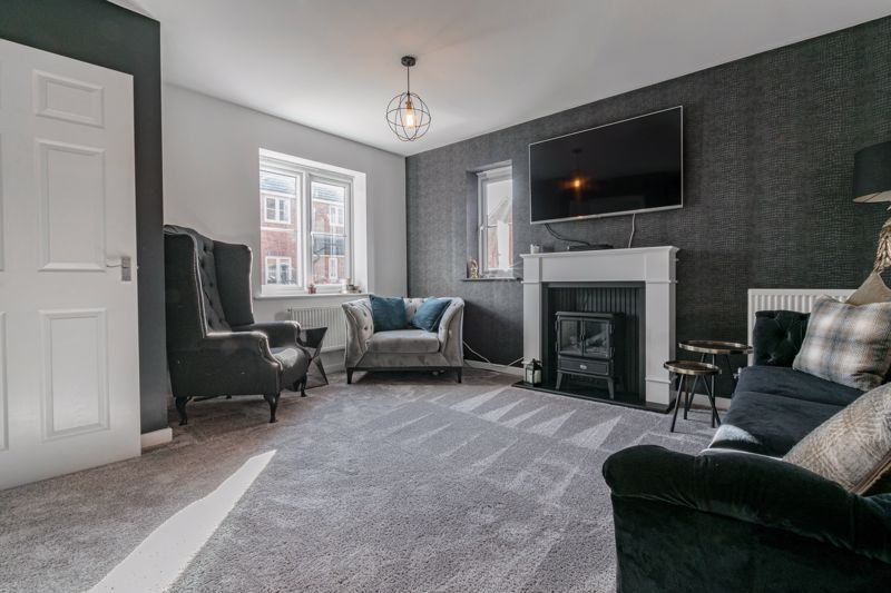 3 bed house for sale in Elrington Close 2