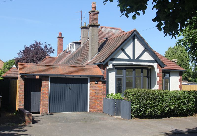 4 bed bungalow for sale in Imperial Avenue 1