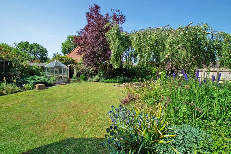 4 bed bungalow for sale in Imperial Avenue  - Property Image 16