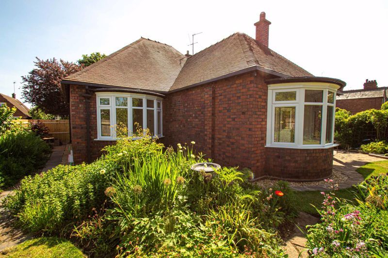 4 bed bungalow for sale in Imperial Avenue 18