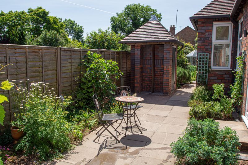 4 bed bungalow for sale in Imperial Avenue 19