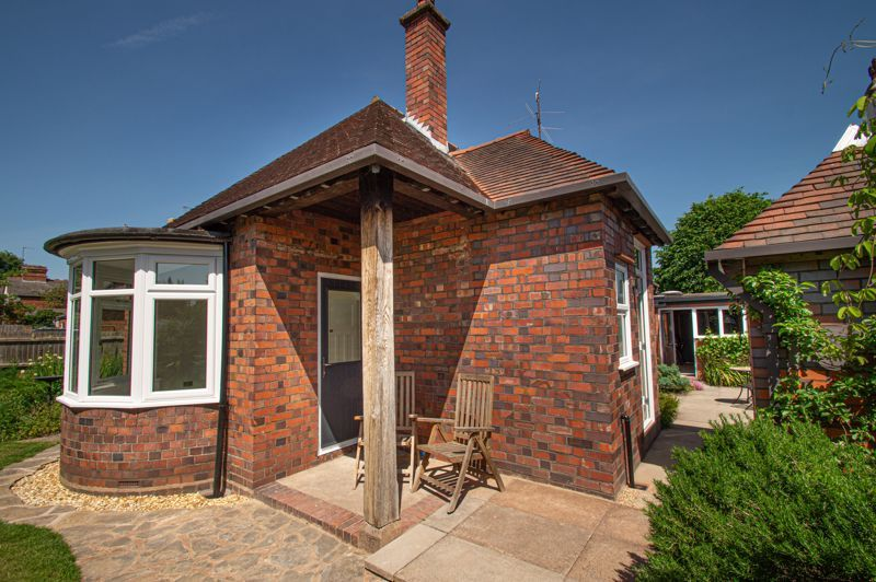 4 bed bungalow for sale in Imperial Avenue 20