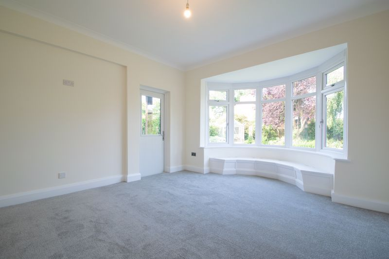 4 bed bungalow for sale in Imperial Avenue  - Property Image 4