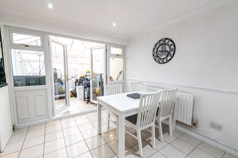 3 bed house for sale in Albury Road 6