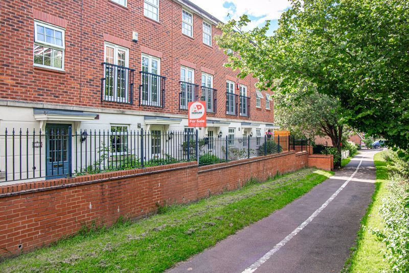 3 bed  for sale in Pastorale Road - Property Image 1