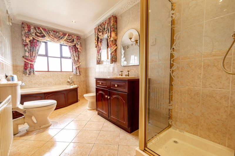 2 bed bungalow for sale in Tye Gardens  - Property Image 7