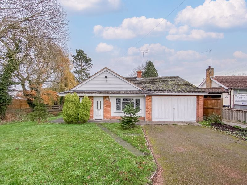 4 bed bungalow for sale in Shaw Lane 1