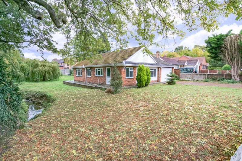 4 bed bungalow for sale in Shaw Lane  - Property Image 2