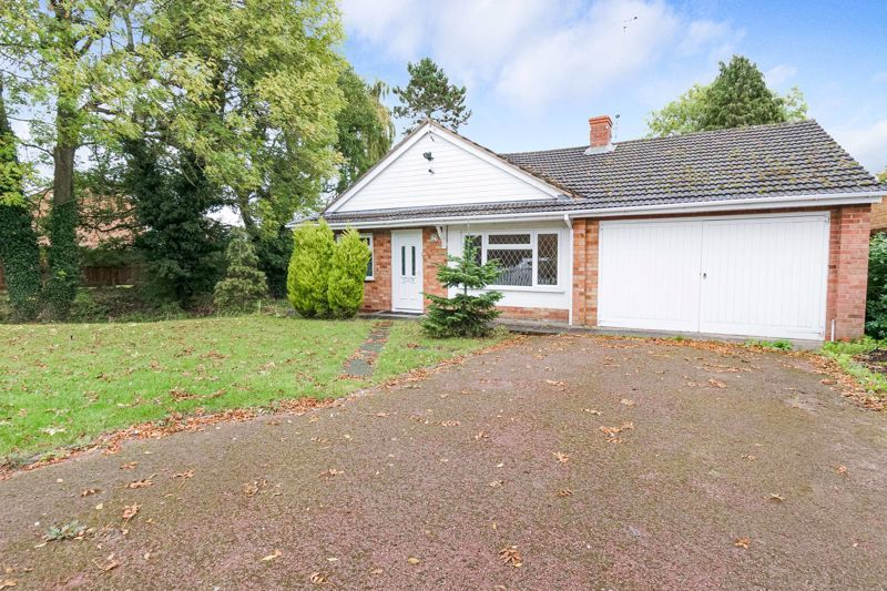 4 bed bungalow for sale in Shaw Lane  - Property Image 3