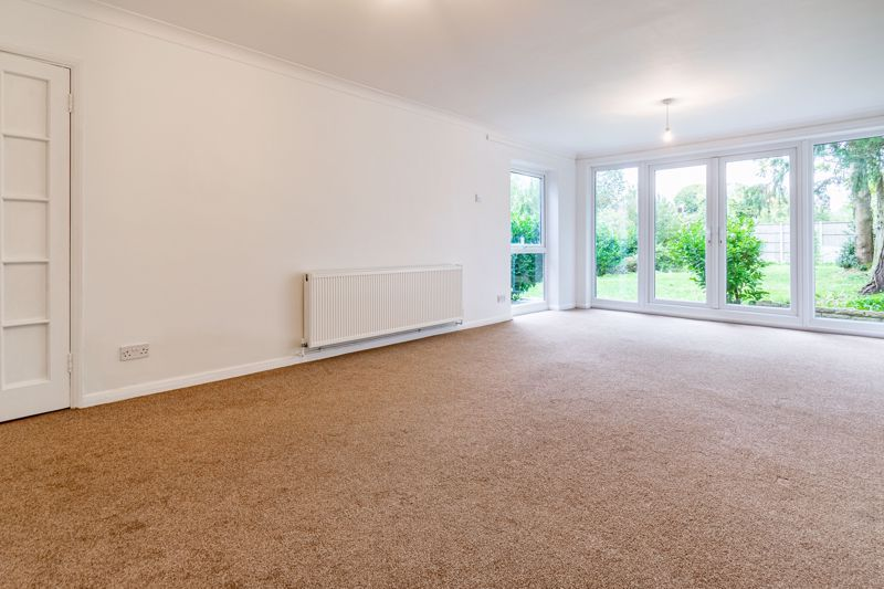 4 bed bungalow for sale in Shaw Lane 7