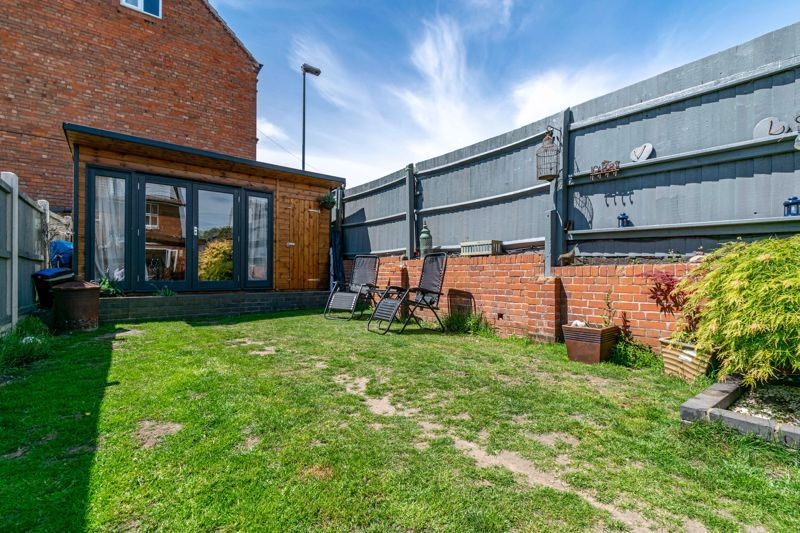4 bed house for sale in Lodge Road  - Property Image 12