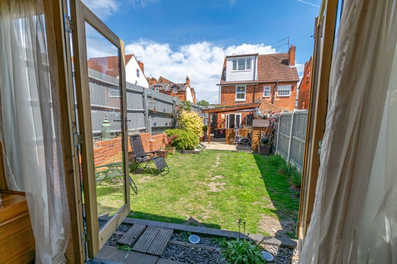4 bed house for sale in Lodge Road 14