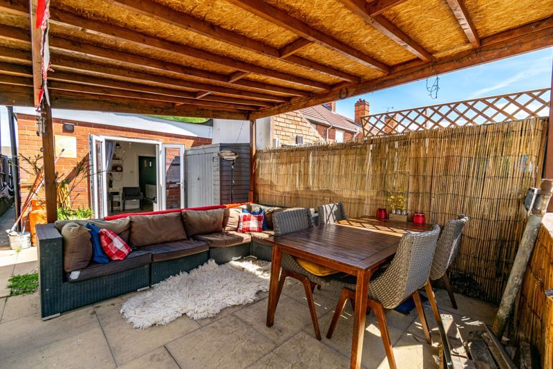 4 bed house for sale in Lodge Road 15