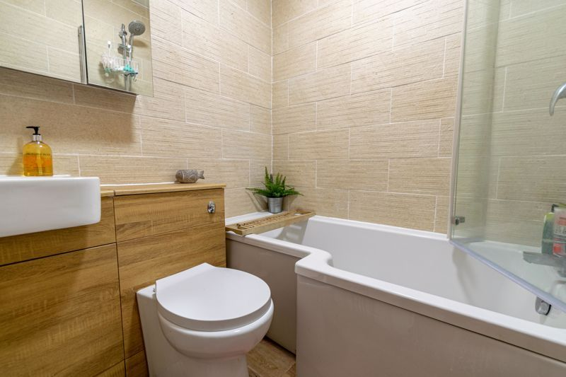 4 bed house for sale in Lodge Road  - Property Image 5