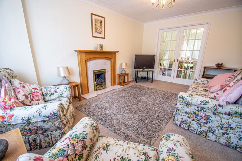 3 bed house for sale in Woodbank Drive 2