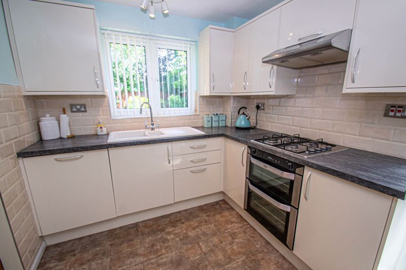 3 bed house for sale in Woodbank Drive 6