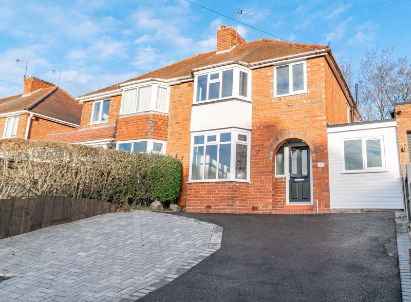 3 bed house for sale in Stourbridge Road 1