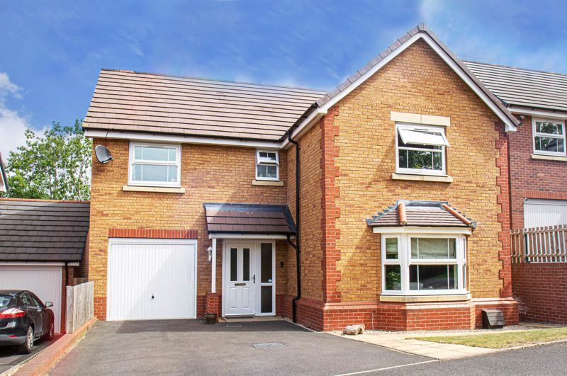 4 bed house for sale in Cross Furlong 1