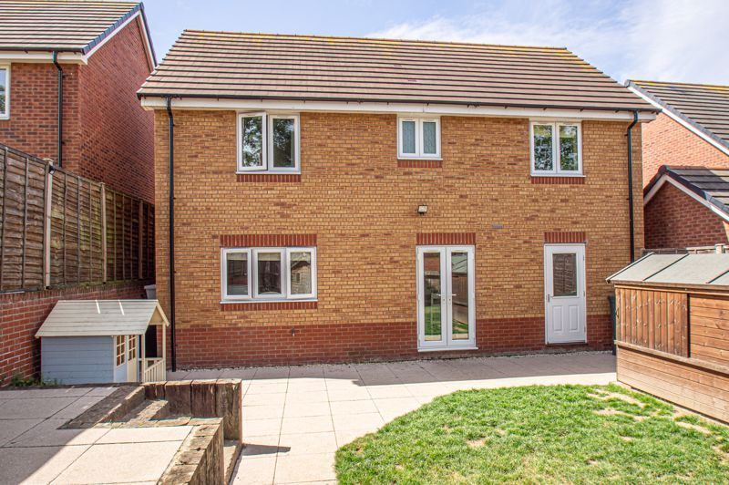 4 bed house for sale in Cross Furlong 13