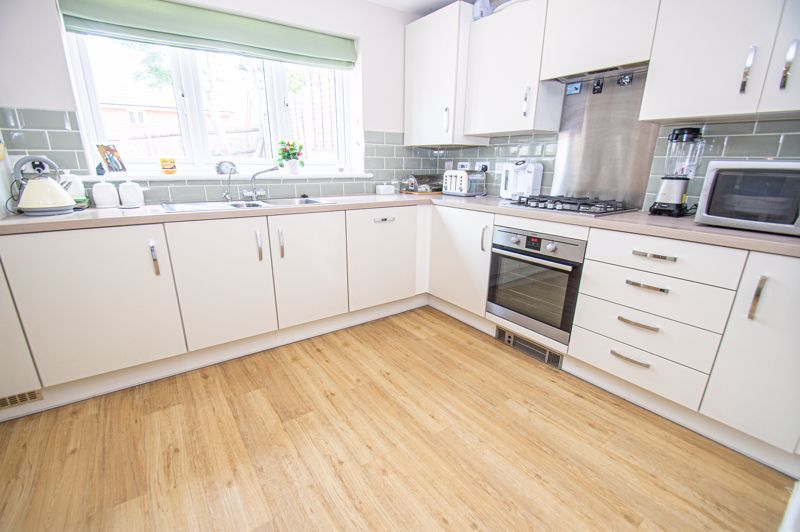 4 bed house for sale in Cross Furlong 3