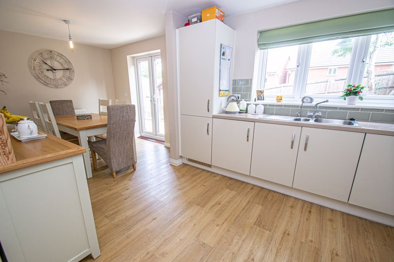 4 bed house for sale in Cross Furlong 6
