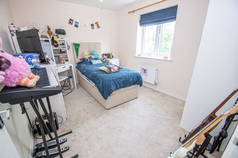 4 bed house for sale in Cross Furlong 9