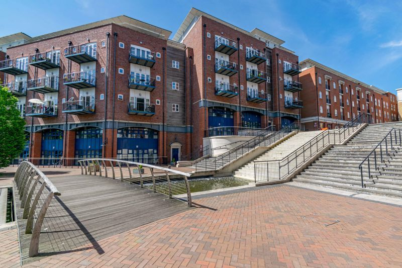 2 bed flat for sale in Waterside Heights, Waterside  - Property Image 12