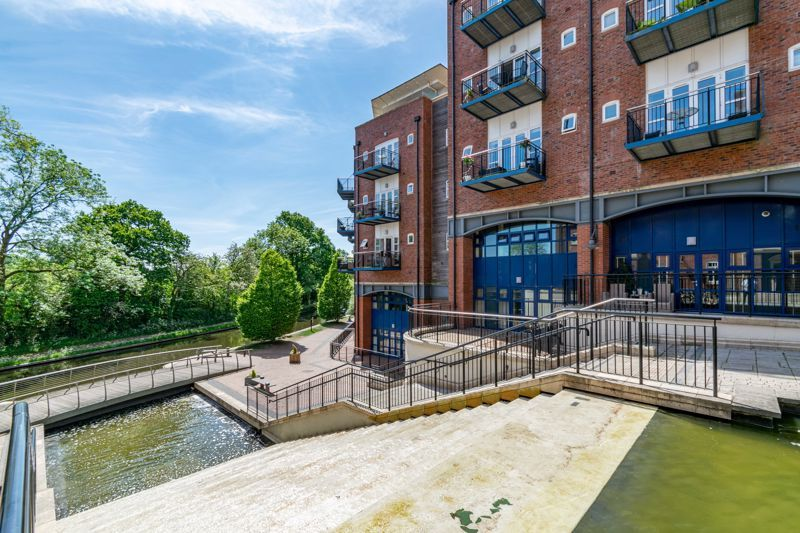 2 bed flat for sale in Waterside Heights, Waterside  - Property Image 13