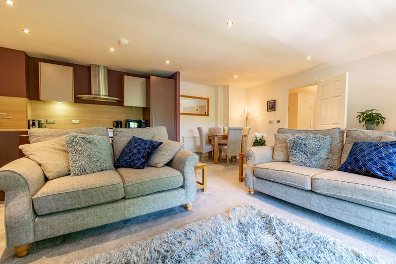 2 bed flat for sale in Waterside Heights, Waterside  - Property Image 4