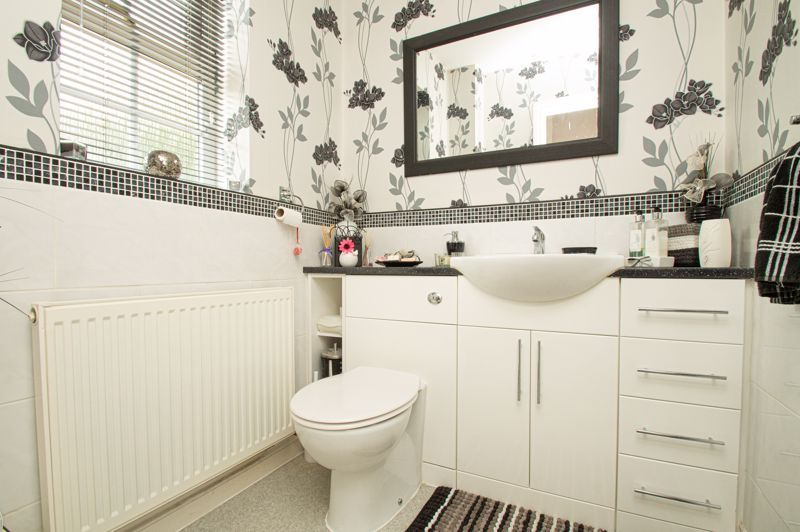 4 bed house for sale in Rockford Close 5