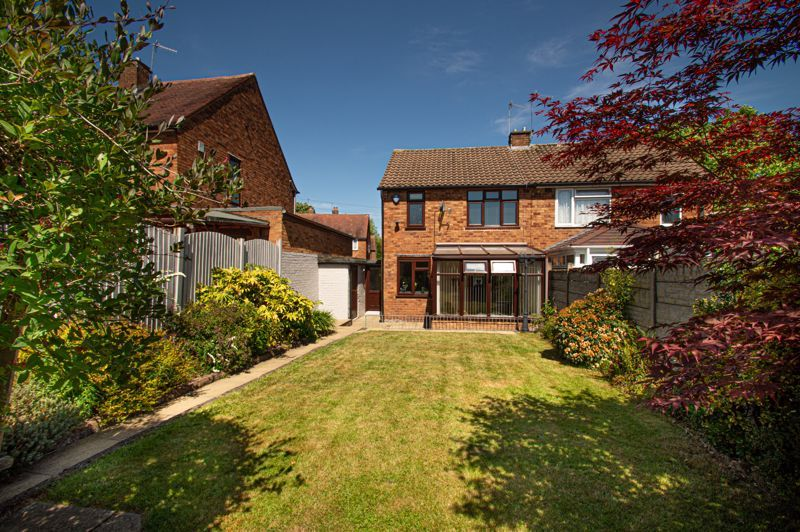 2 bed house for sale in Field Close  - Property Image 1