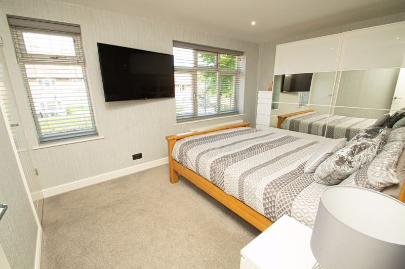 2 bed house for sale in Field Close 11
