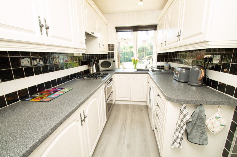 2 bed house for sale in Field Close 6
