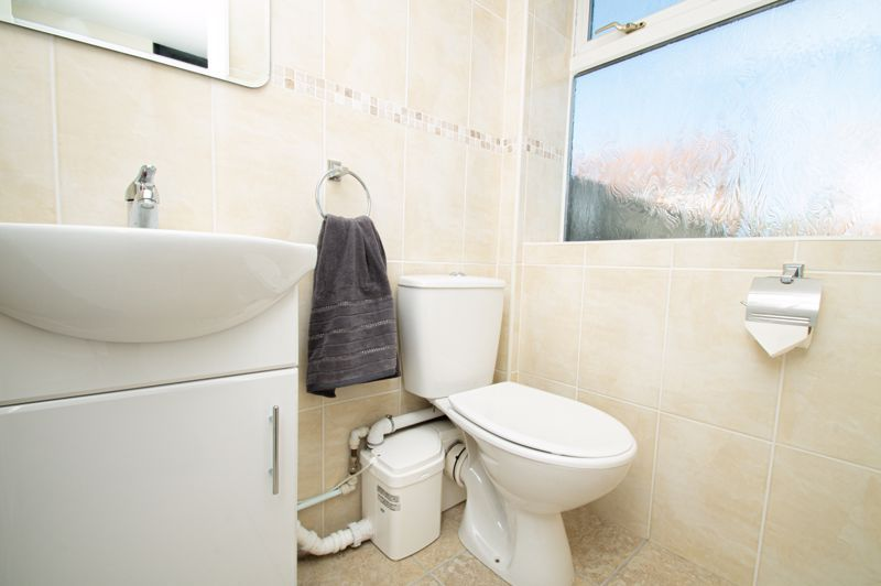 2 bed house for sale in Field Close 9