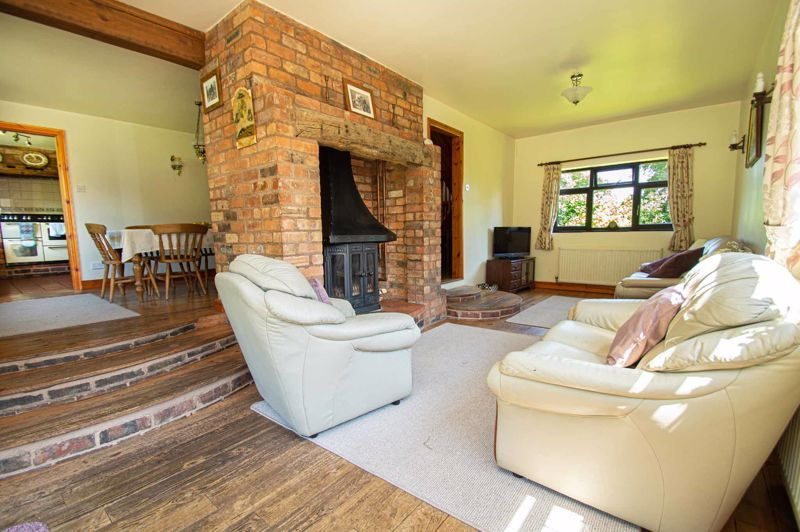 4 bed cottage for sale in Chapel Lane 2
