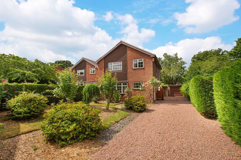 4 bed house for sale in Granby Close 1