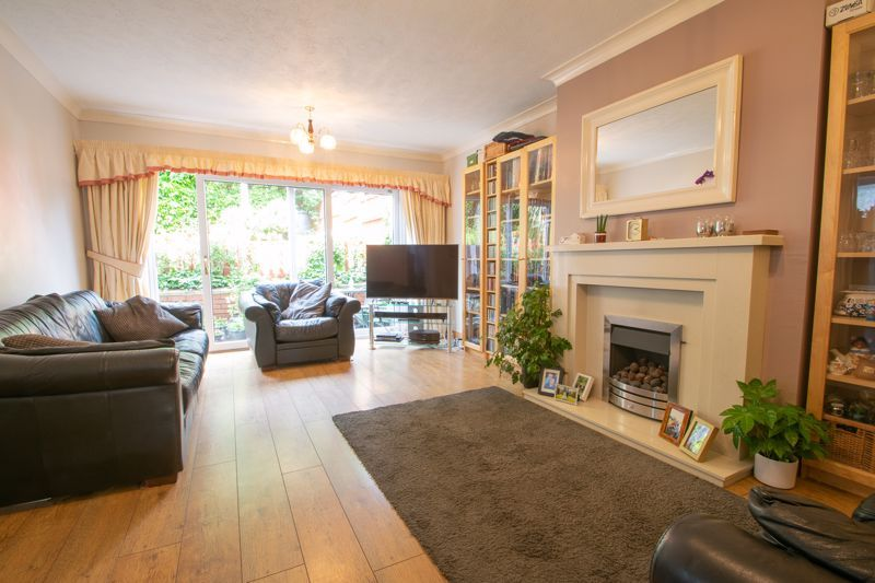 3 bed house for sale in Ombersley Road 2