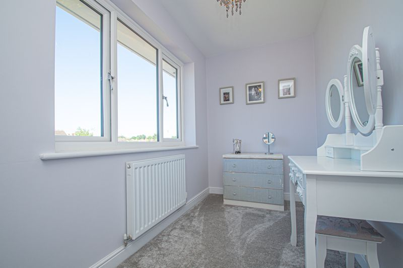 4 bed house for sale in Tennyson Road 16