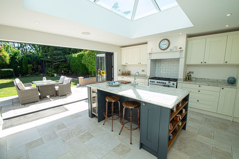 4 bed house for sale in Tennyson Road  - Property Image 3