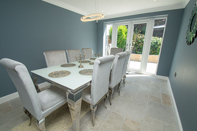 4 bed house for sale in Tennyson Road 6